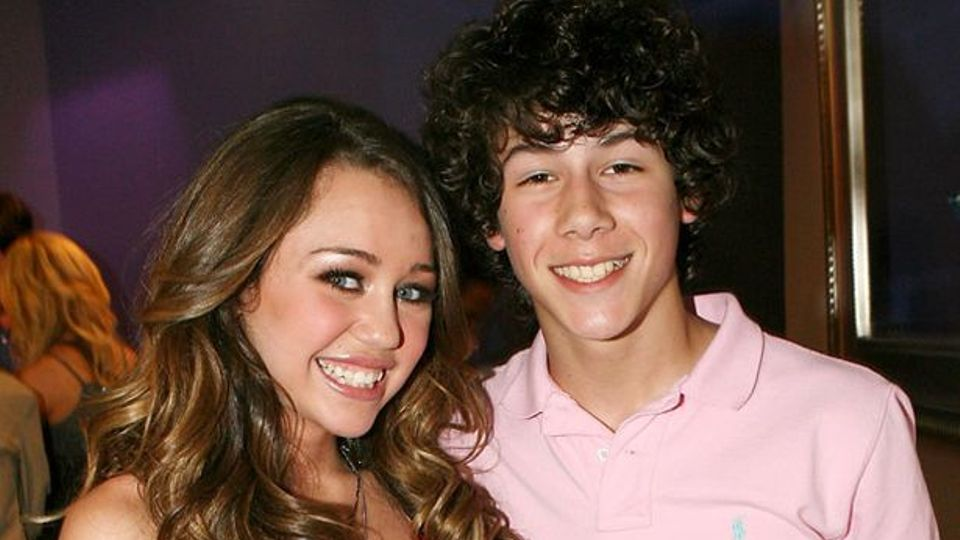 Nick Jonas Finally Responds To Miley Cyrus 7 Things Song Celebrity Kiss