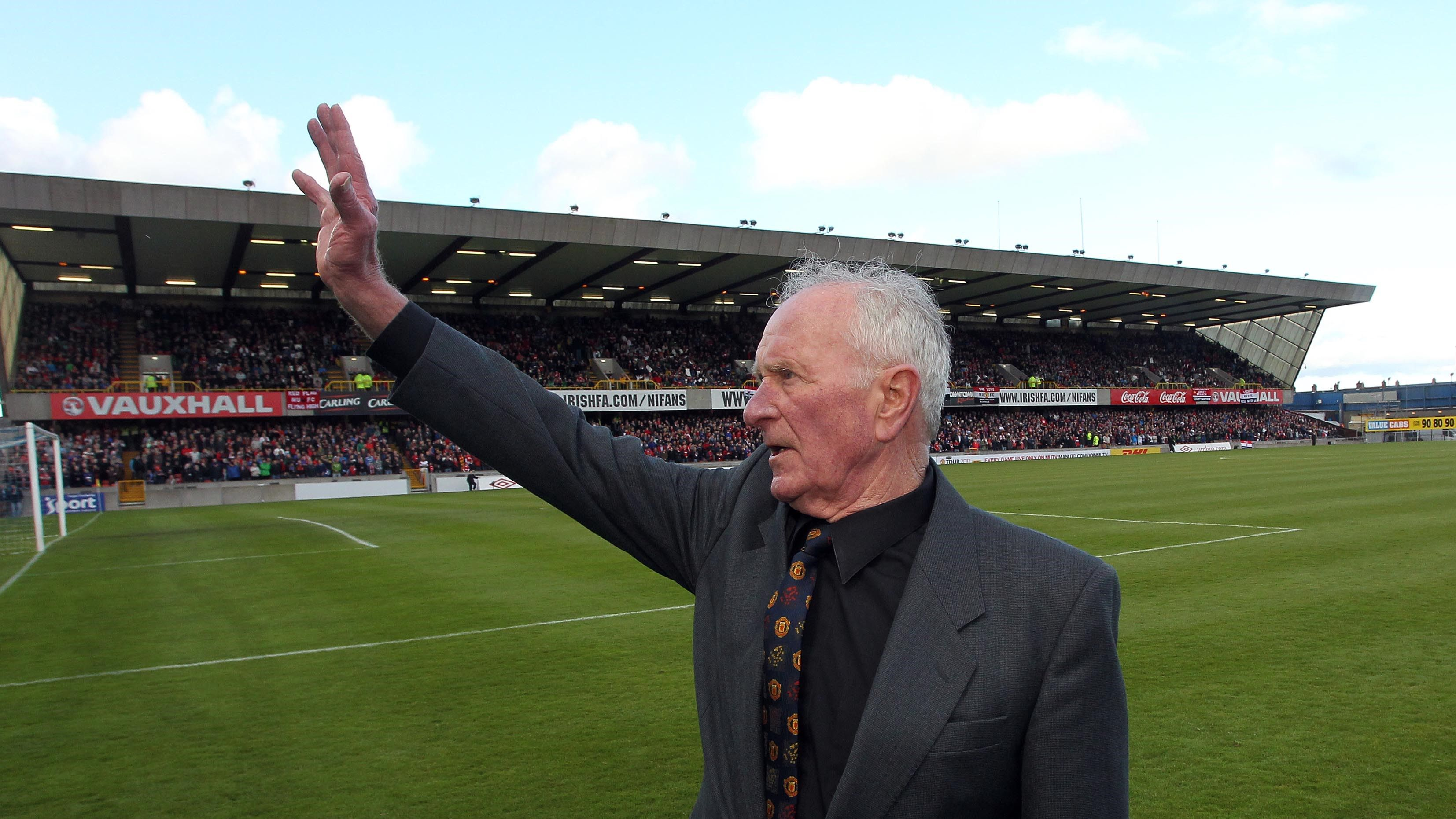 Footballing world in mourning with the death of legendary Harry Gregg