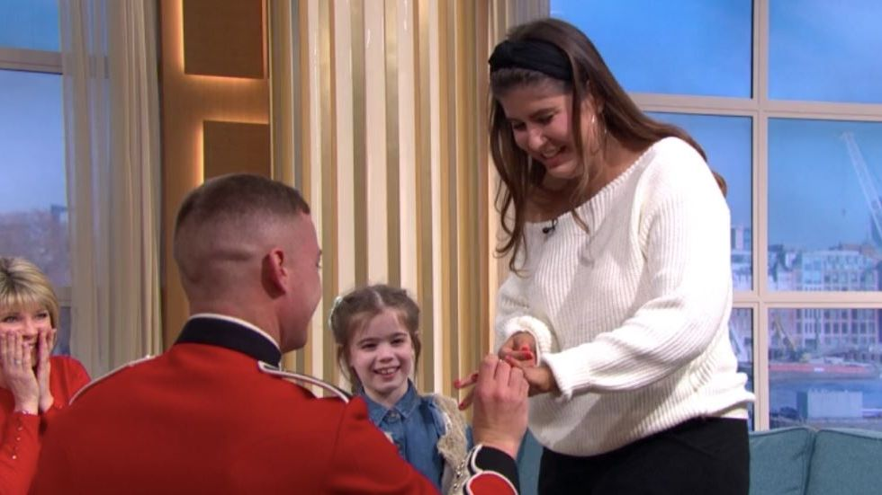 Couple get ENGAGED live on This Morning as soldier proposes 😍