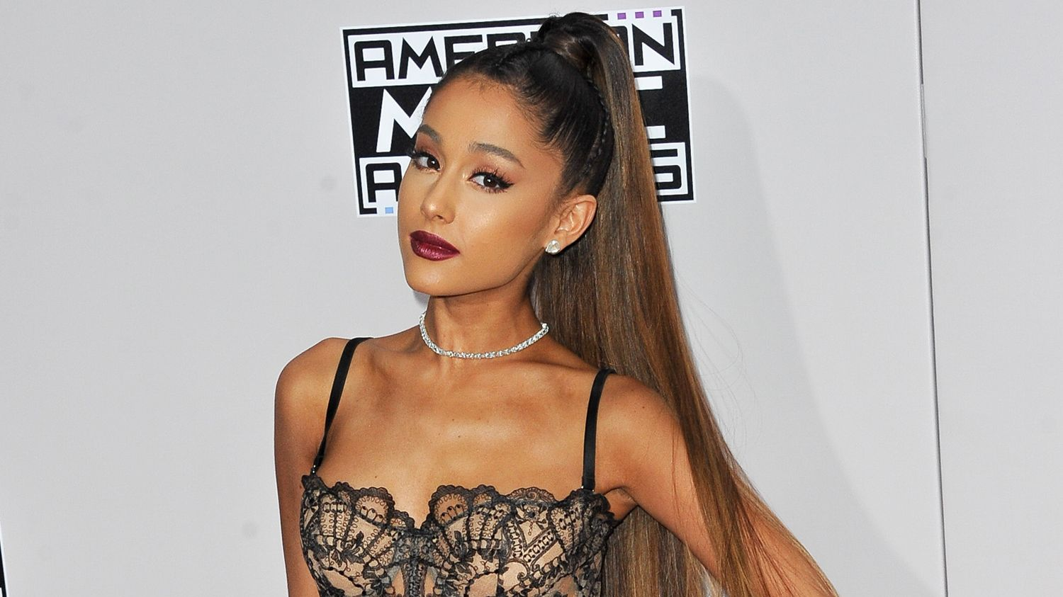 Ariana Grande ditches signature ponytail to show off natural curls
