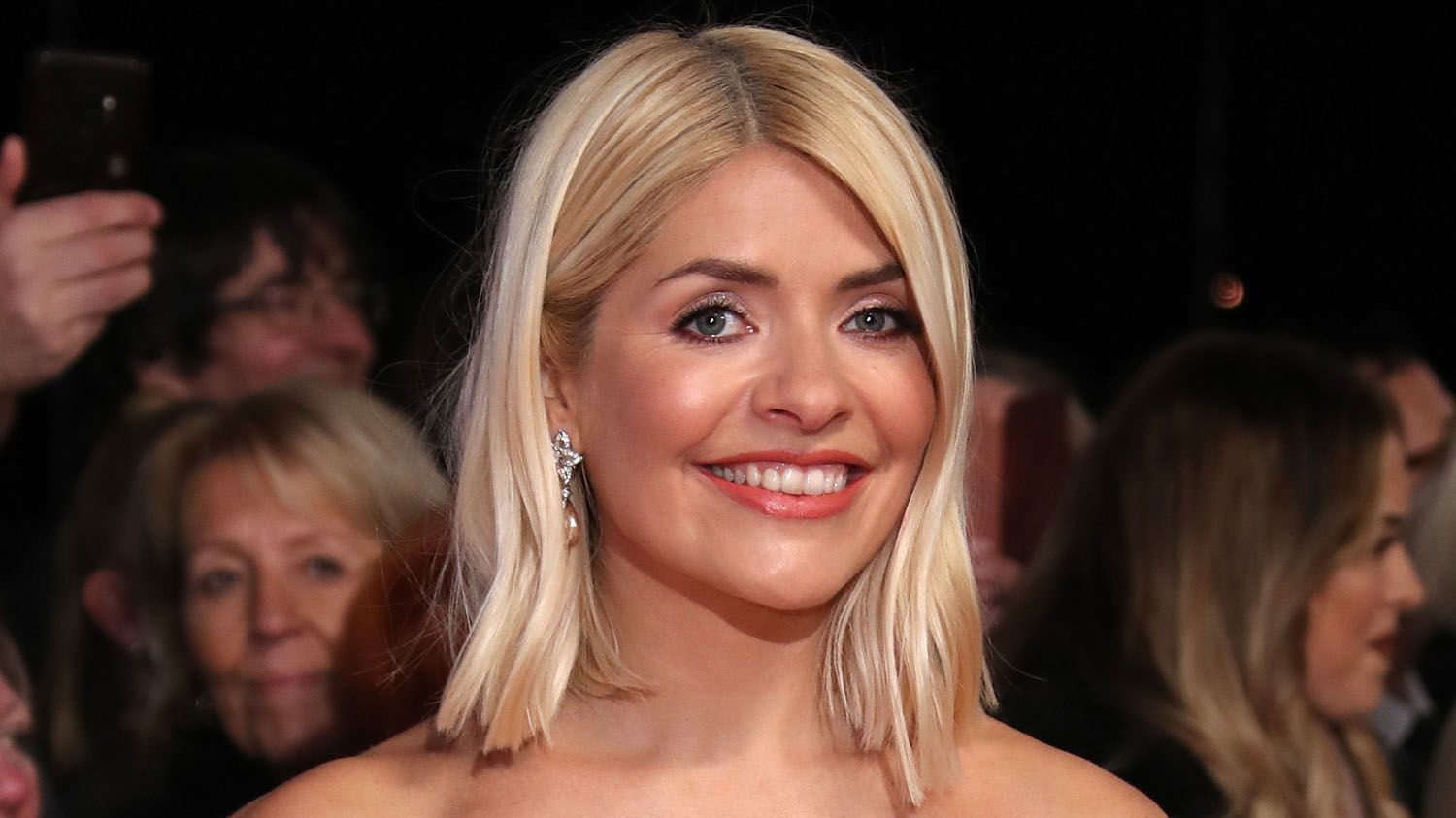 Holly Willoughby shares wedding throwback in cute anniversary post