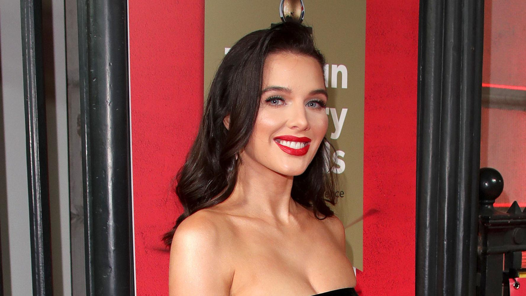 Coronation Street S Helen Flanagan Is Pregnant With Her Third Child