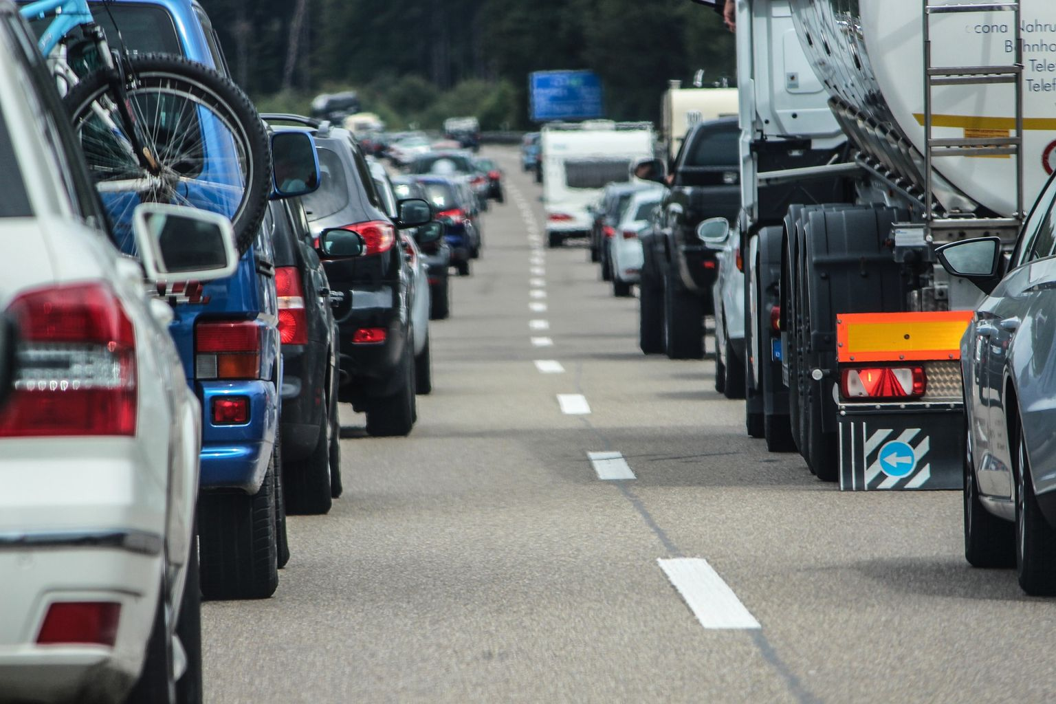 10-mile queues on A30 and long delays on M5 as bank ...